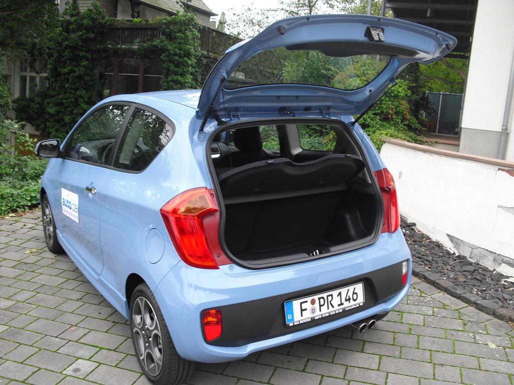 Kia Picanto: Ins Gepäckabteil passen 200 bis 870 Liter hinein.