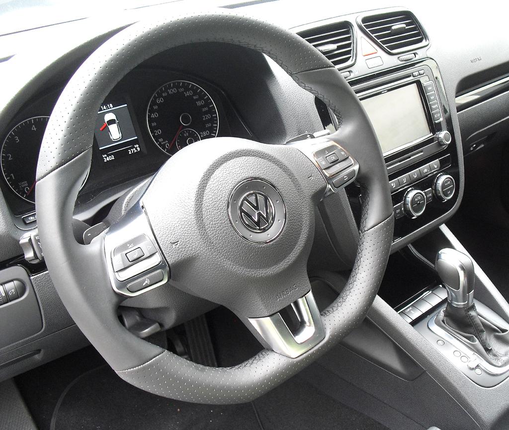 VW Scirocco: Das Cockpit ist übersichtlich gestaltet.