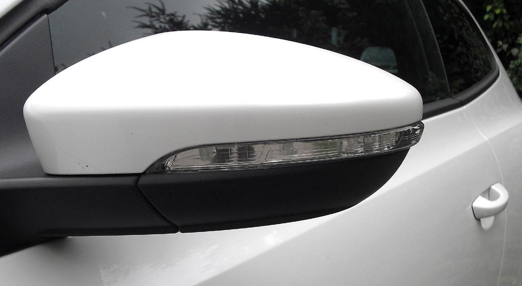 VW Scirocco: In die Außenspiegel sind Blinkstreifen integriert.