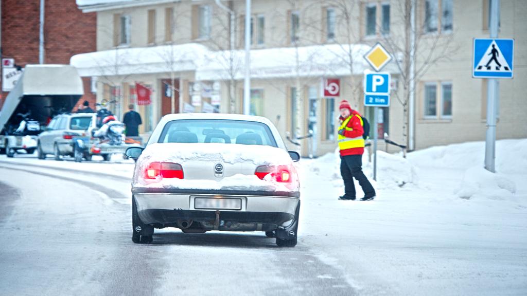 Vorsicht bei Fußgänger-Überwegen! Die Bremswege können länger sein.