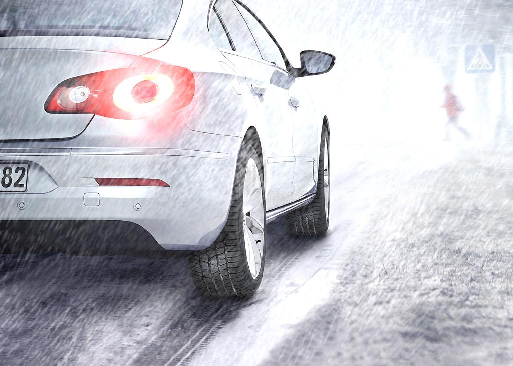 Winterreifen machen das Fahren im Winter sicherer.