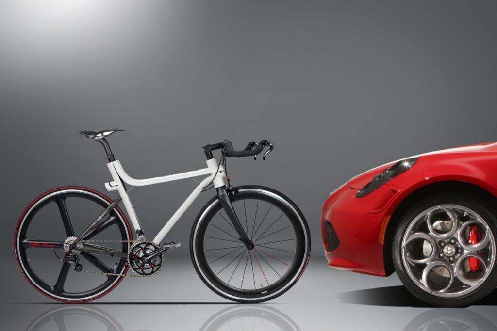 Um die guten Vorsätze fürs neue Jahr gleich in die Tat umsetzen zu können, bietet sich ein Fahrrad eines Autoherstellers an. Parallel zum Sportwagen 4C hat Alfa Romeo das von dem Coupé inspirierte Leichtbau-Rennrad 4C IFD im Programm.