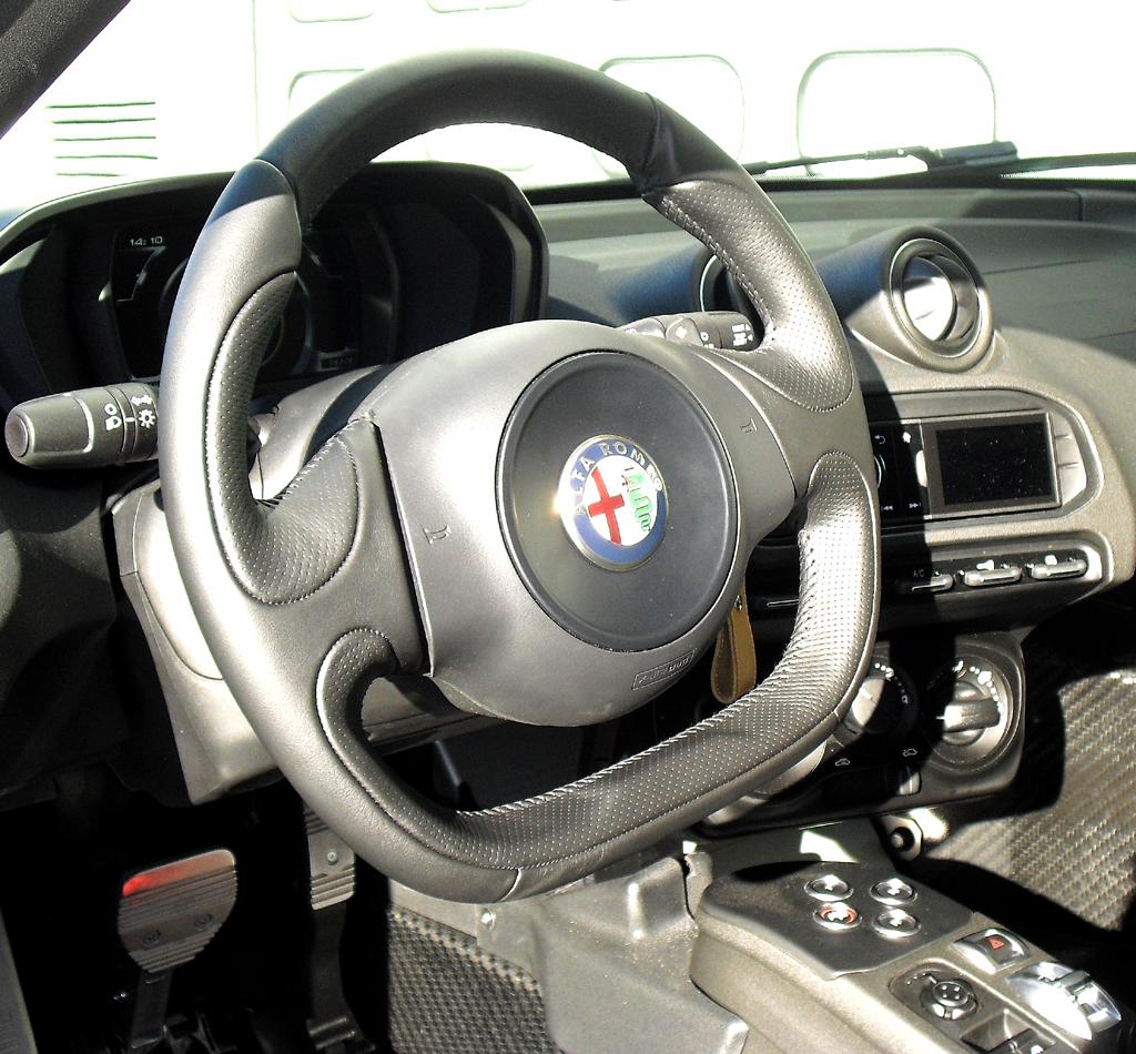 Alfa Romeo 4C: Blick ins sportliche Cockpit.