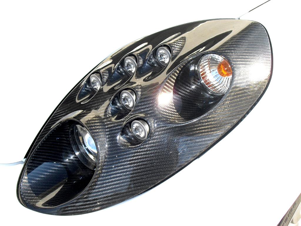 Alfa Romeo 4C: Moderne Leuchteinheit vorn.
