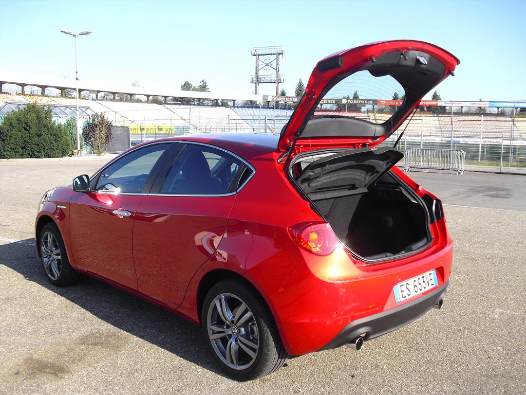 Alfa Romeo Giulietta: Das Gepäckabteil fasst 350 bis 1045 Liter.
