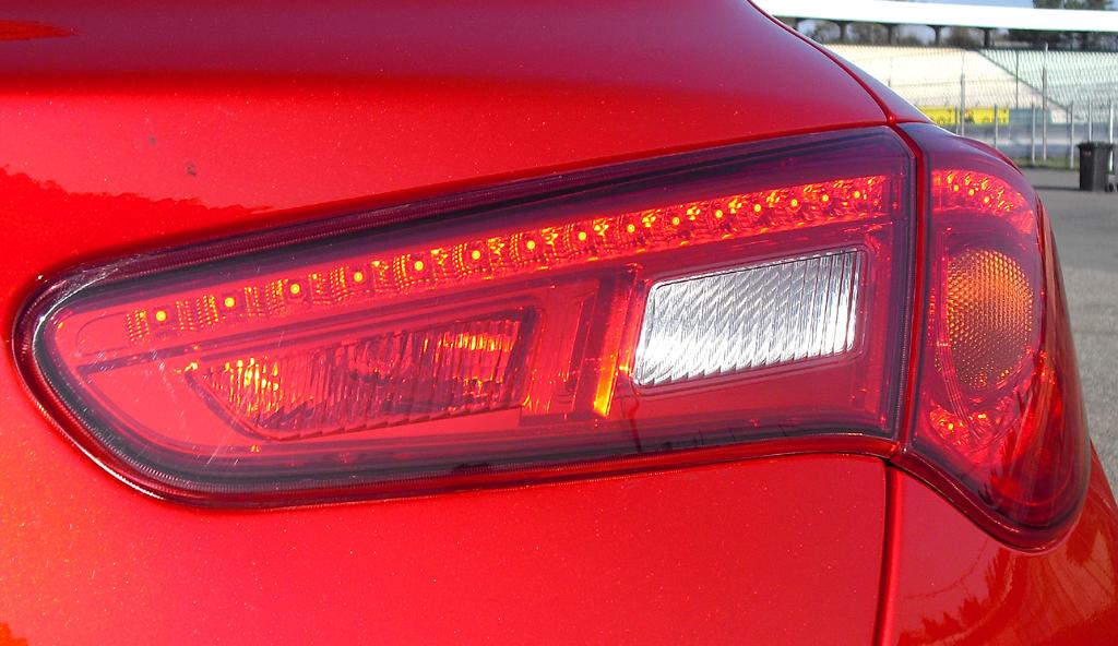 Alfa Romeo Giulietta: Die Leuchteinheiten am Heck sind horizontal ausgerichtet.
