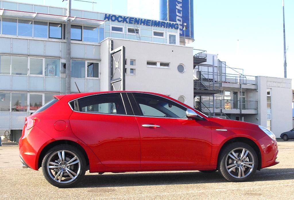 Alfa Romeo Giulietta: So sieht das Kompaktmodell von der Seite aus.