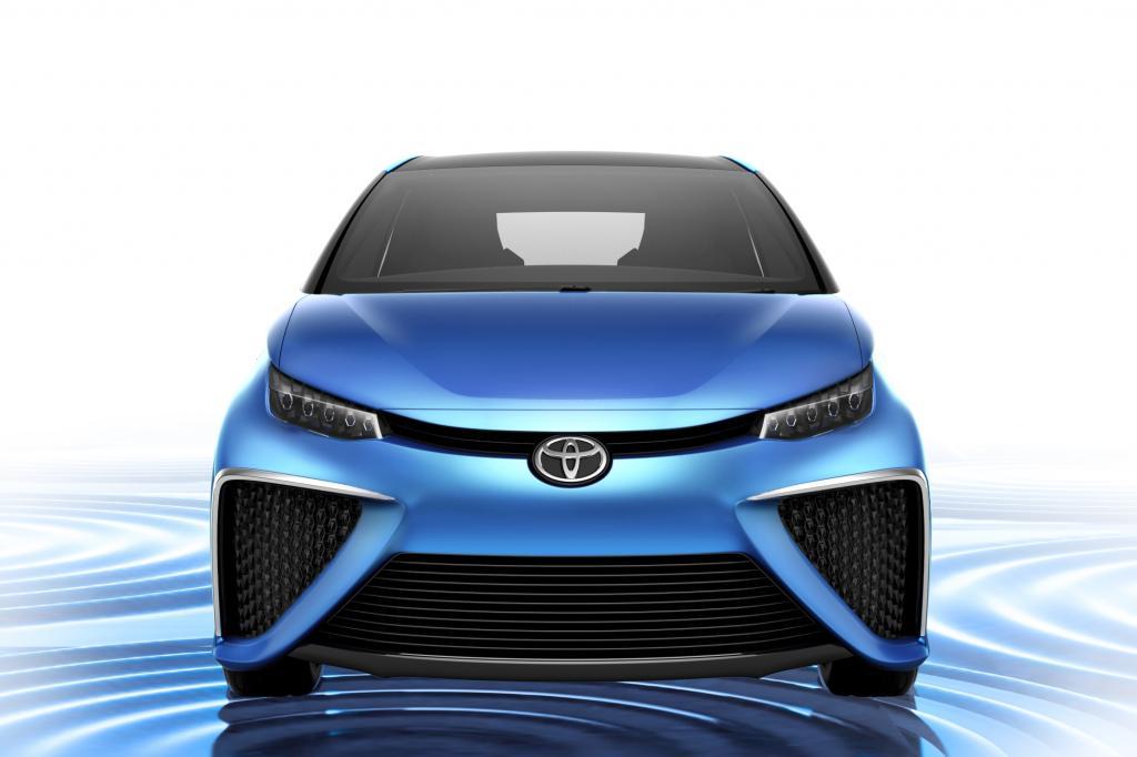 Allen vorweg feiert die lang erwartete Konzeptversion der Brennstoffzellen-Limousine von Toyota Weltpremiere