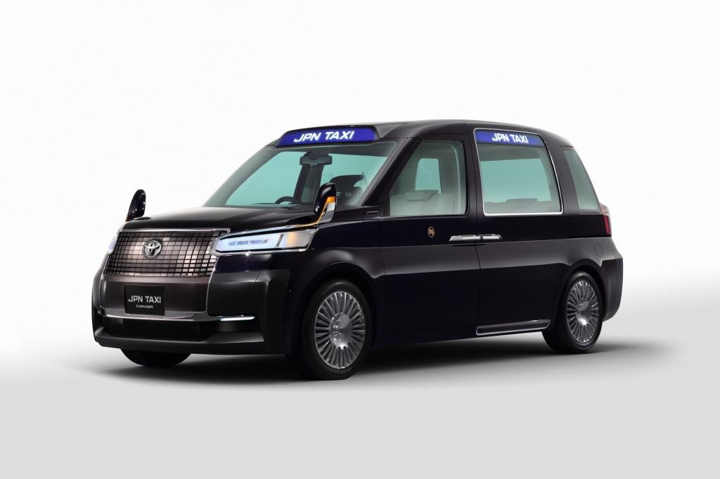 Auch ein Taxi steht auf dem Messestand in Tokio