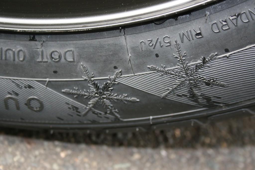 Autofahrer lassen sich von Winterreifen aufs Glatteis führen