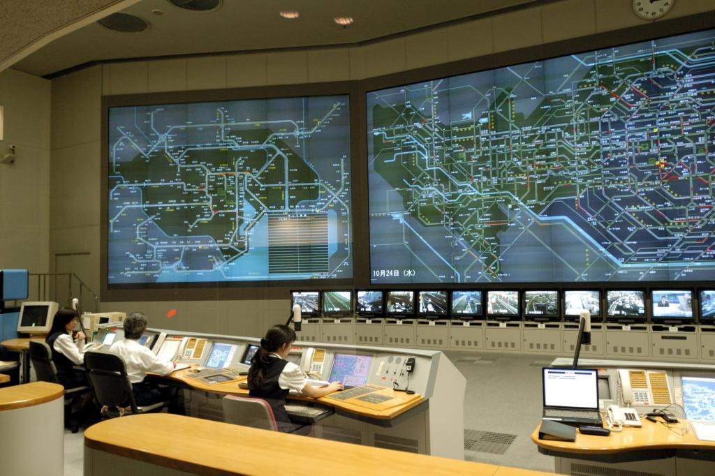 Befinden sich z. B. Verkehrsteilnehmer auf Kollisionskurs, greifen elektronische Systeme automatisch ein.