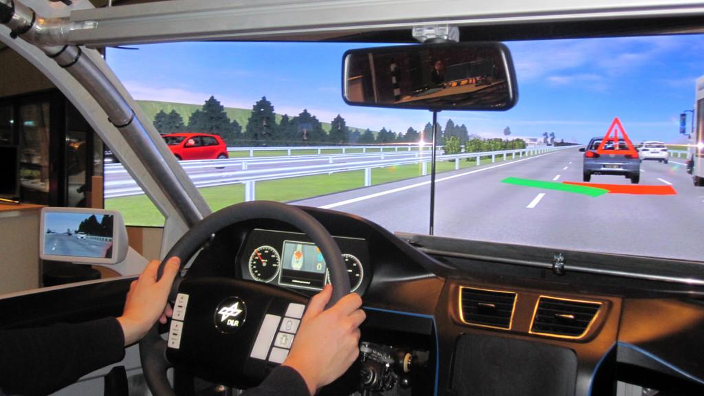 DLR testet Ausweichassistenten zur Unfallvermeidung