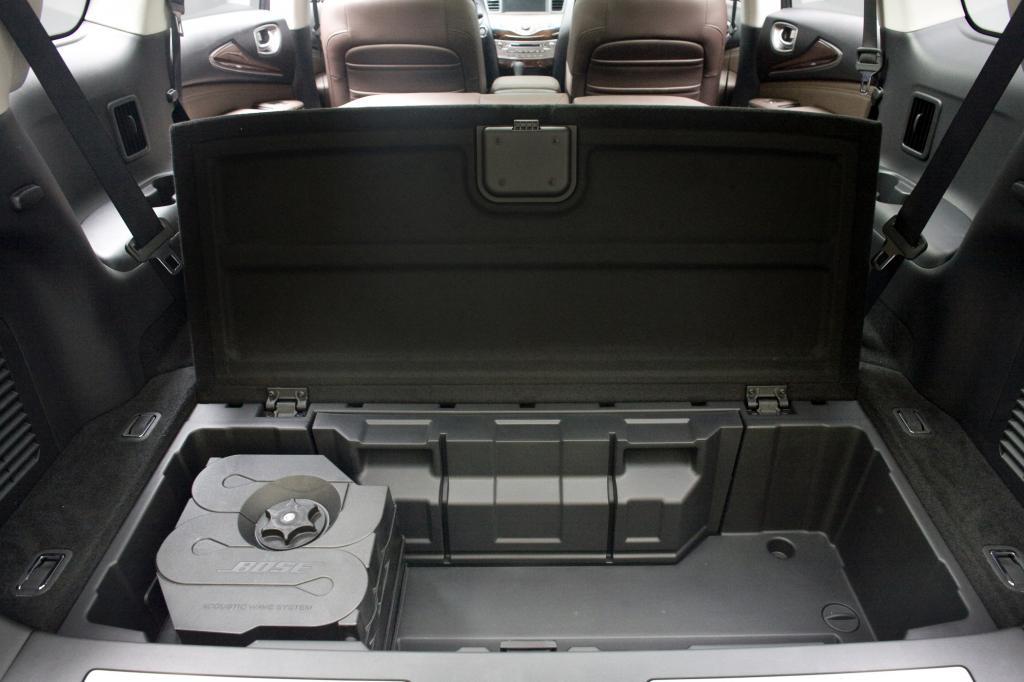 Denn gab es den QX60 bis dato nur als reinen Benziner, haben die Japaner in diesem Herbst erstmals auch eine Hybrid-Version aufgelegt.