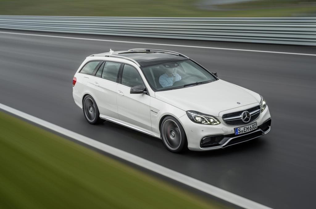 Der serienmäßige Allradantrieb verteilt das Motormoment bis zu 67 Prozent auf die Hinterachse