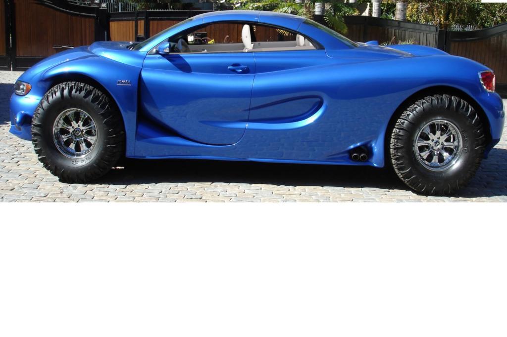 Die Betrachter des Youabian Puma blicken auf eine Art Sportwagen, mit Stahl-Klappdach und unfassbar großen Rädern.