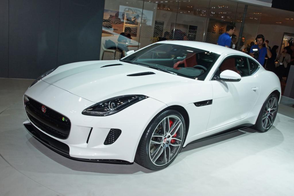 Ein weiteres Messe-Highlight liefert Jaguar mit der Coupé-Version des F-Type-Roadsters.