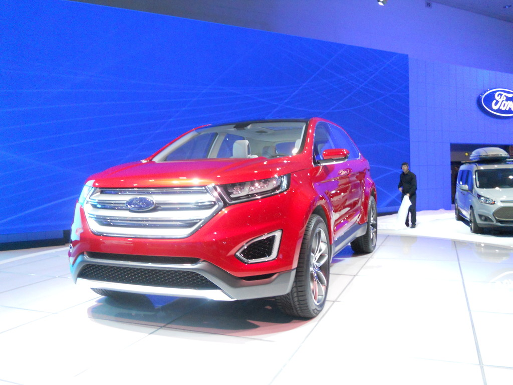 Los Angeles 2013: Ford parkt den Edge per Fernbedienung