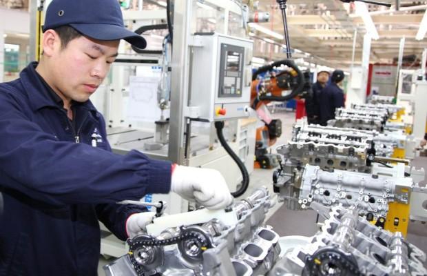 Mercedes-Benz eröffnet erstes Motorenwerk außerhalb Deutschlands