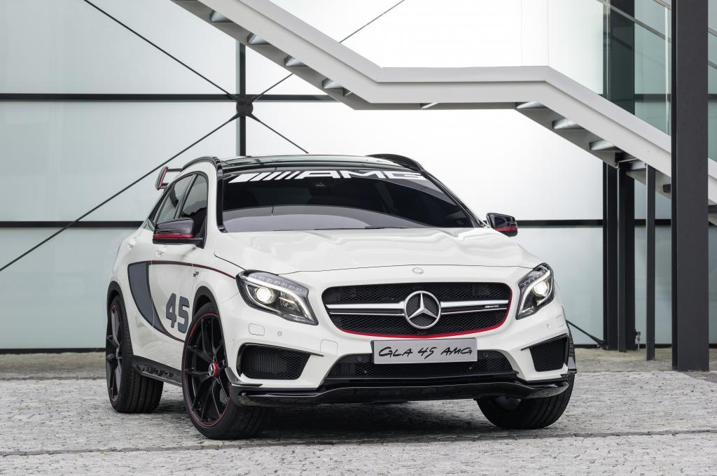 Mercedes zeigt die noch als Konzept GLA 45 AMG getarnte Sportvariante des erst im kommenden Jahr angebotenen Kompakt-SUV GLA.
