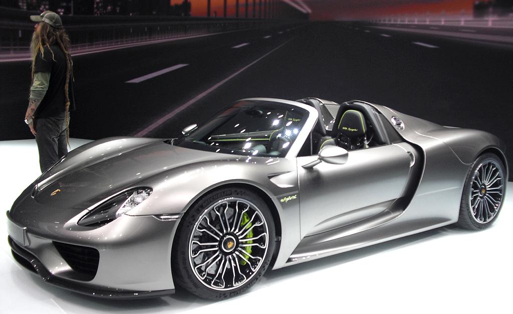 Mit elektrischem Antrieb: Porsche-Sportwagen 918 Spyder.