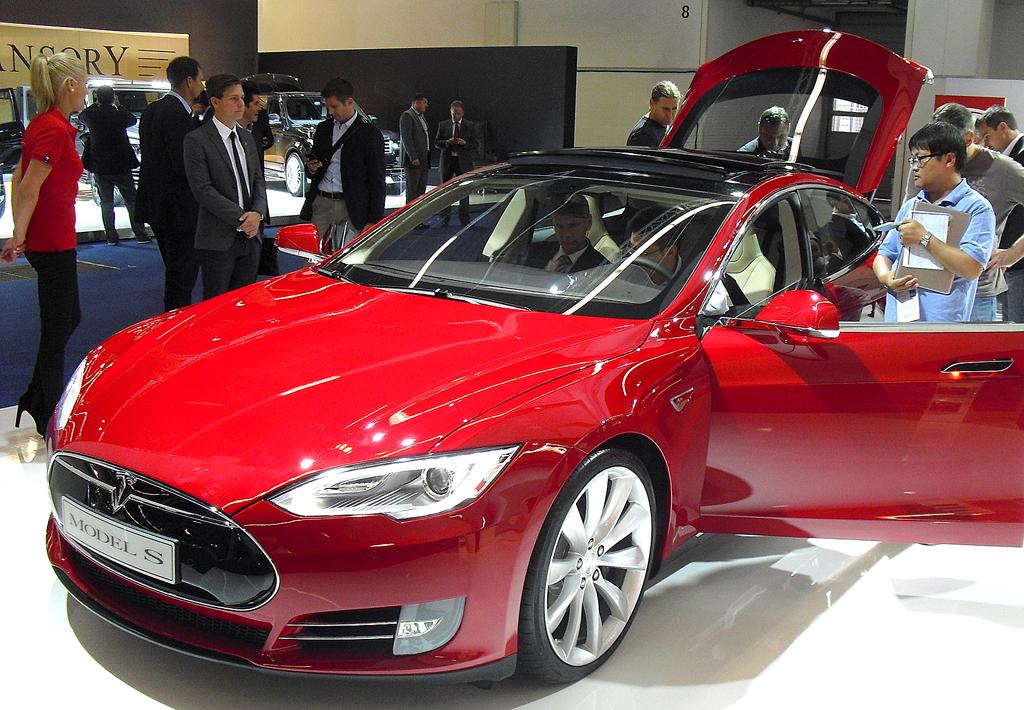 Mit elektrischem Antrieb: Tesla-Limousine Model S.