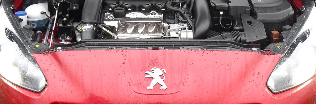 Peugeot RCZ R: Blick unter die Haube auf den 1,6-Liter-Turbo mit 199/270 kW/PS.