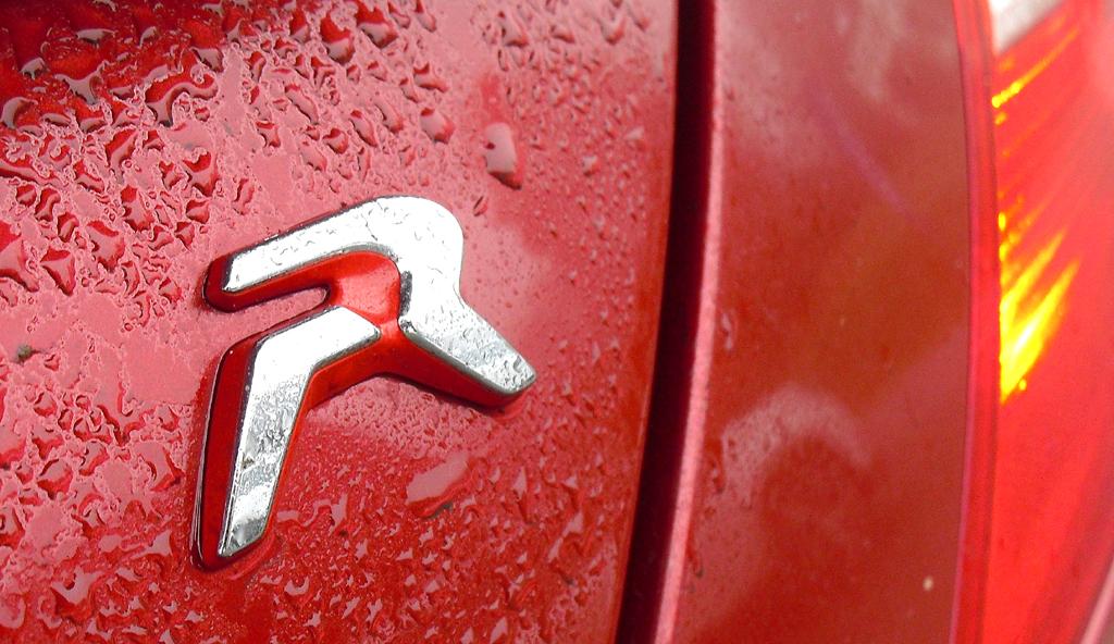 Peugeot RCZ R: Modellkürzel am Heck.