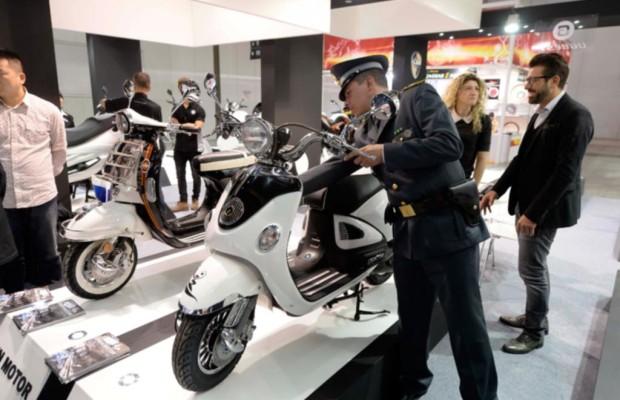 Plagiate auf der Eicma - Polizei beschlagnahmt elf falsche Vespas