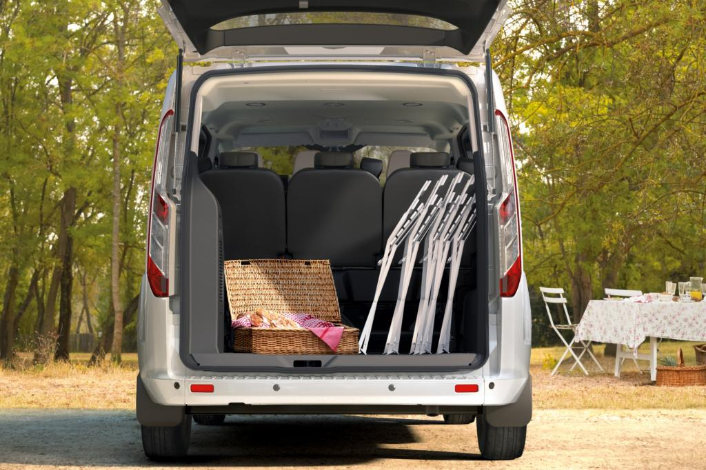 Platz ist im Fond reichlich vorhanden und auch der Kofferraum kann sich sehen lassen.