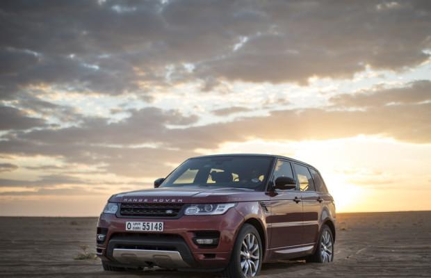 Range Rover Sport setzt neuen Meilenstein im Sand