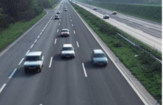 Recht: Schnelles Fahren auf der Autobahn - Haftung auch bei unverschuldetem Unfall