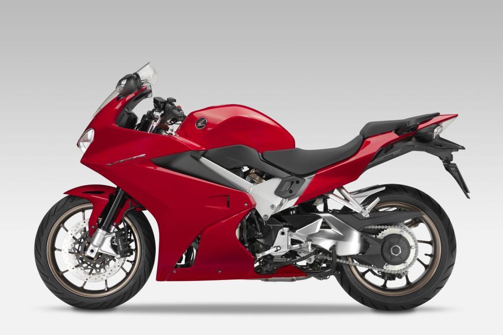 Tiefgreifend modifiziert hat Honda den Sporttourer VFR800F