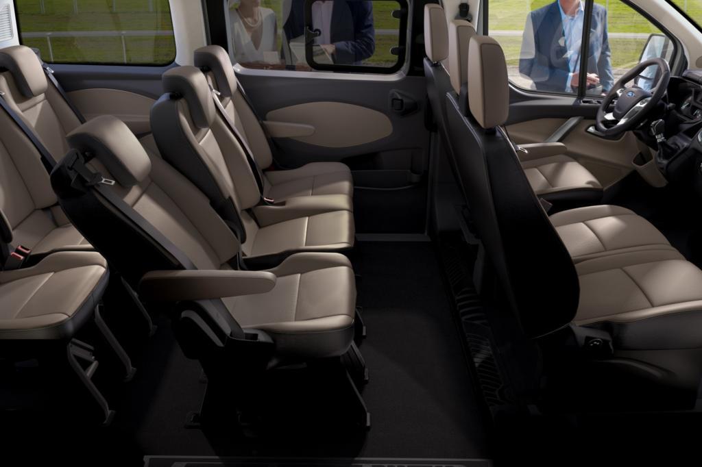 Unser Testfahrzeug war als Achtsitzer ausgelegt: Fahrer- und Beifahrer sowie jeweils eine Doppelbank plus Einsitzer in Reihe zwei und drei.