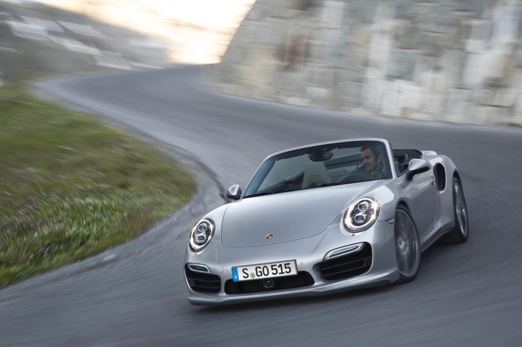 Zu einem Einstiegspreis von 174.430 Euro kommen die Turbo-Varianten des 911 Cabriolets auf die Straße.
