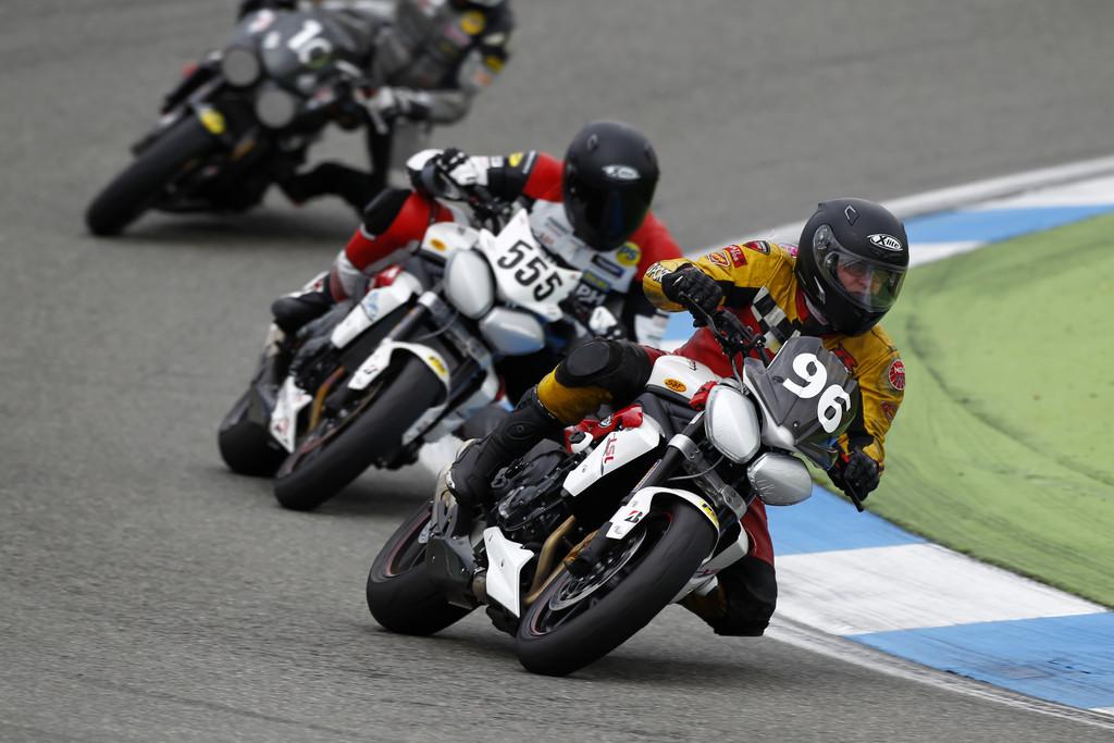 Zwei Triumph-Serien für Hobbyrennfahrer