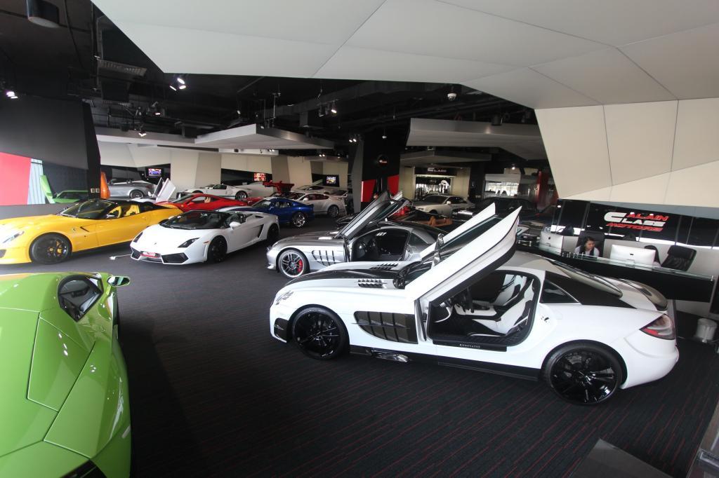 Niemand sonst auf der Welt verkauft so viele Supersportwagen wie Abdulla Alkidbi.