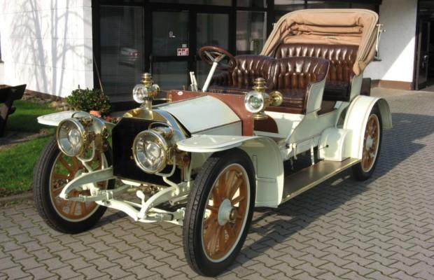 Über 100 Jahre alter Mercedes unterm Hammer - Neuer Besitzer für den Simplex
