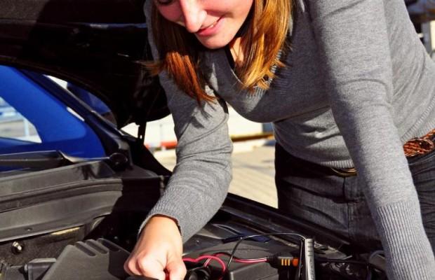 Acht Ladegeräte für Pkw-Batterien im Test
