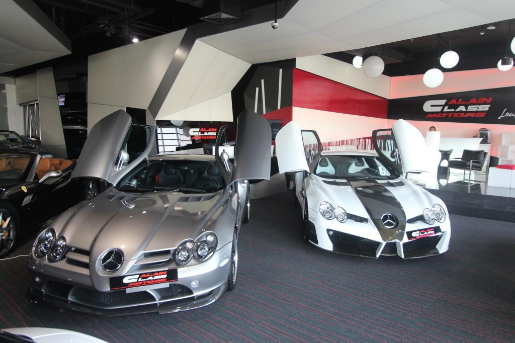 Allein hier in Dubai stehen vier Mercedes SLR, ein Bugatti, eine Handvoll Ferrari, dazu das gesamte Portfolio von Lamborghini und die komplette Palette von Rolls-Royce auf dem dunklen Teppich im Glaspalast an der Sheik-Zayhed-Road.
