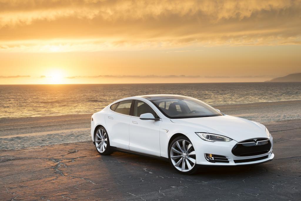 Bis zu 500 Kilometer Reichweite und Sprintwerte auf Porsche-Niveau bietet der Tesla