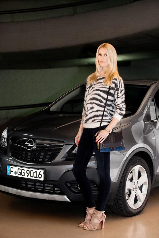 Claudia Schiffer wirbt für Opel