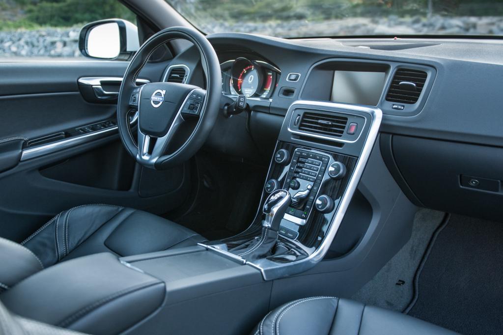 Das Interieur ist - wie bei jedem anderen V60 - elegant und hochwertig