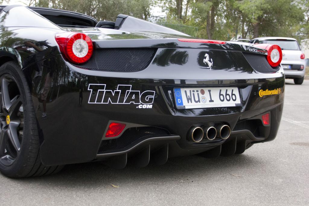 Der Ferrari 458 Spyder mit 620 PS von Edo Competition kam in Nardo auf 325,5 km/h.