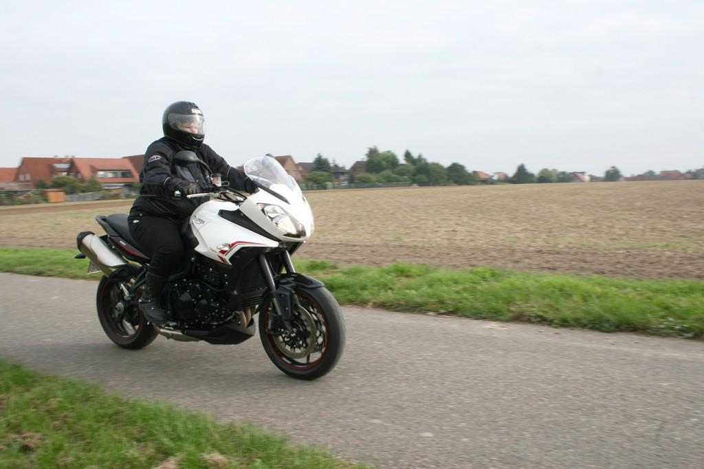 Fahrbericht Triumph Tiger Sport: Kurvenräuber und Kilometerfresser