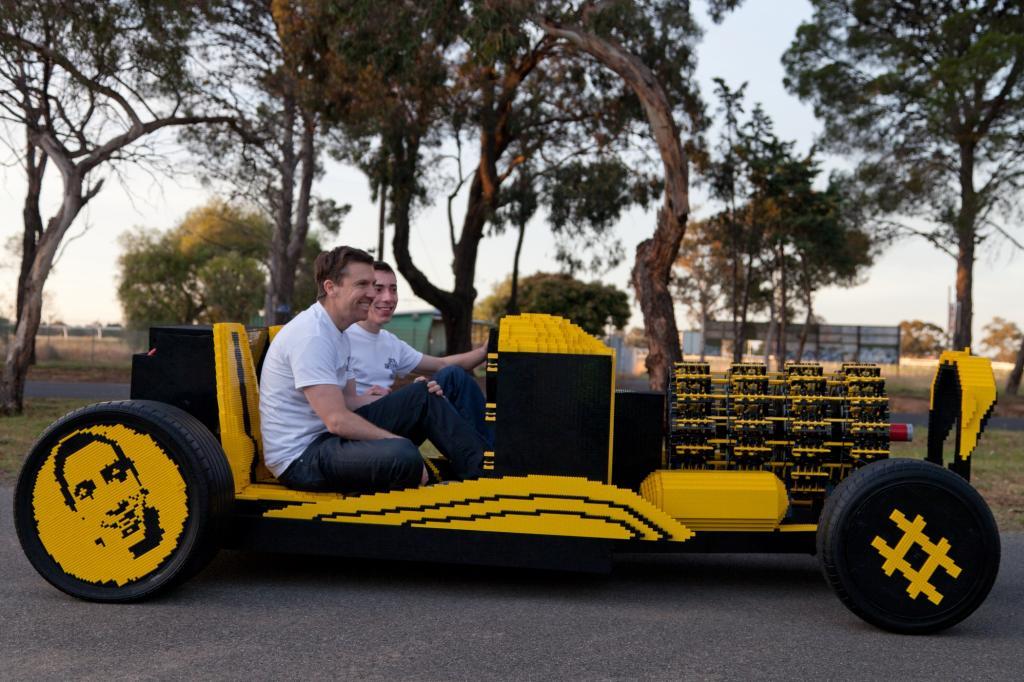 Fast alles in diesem Auto ist aus Lego