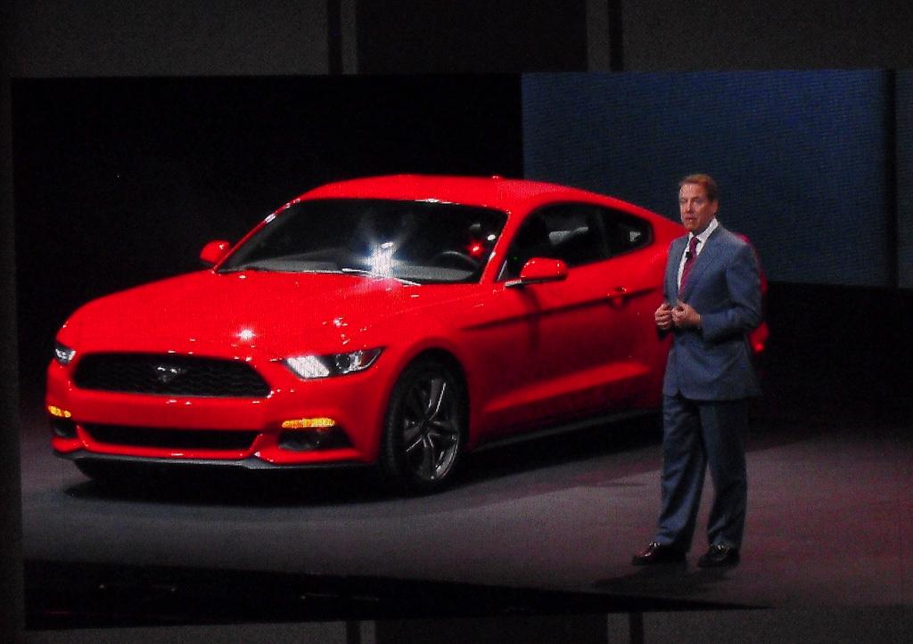Ford-Urenkel Bill stellt den neuen Mustang vor, hier das Coupé