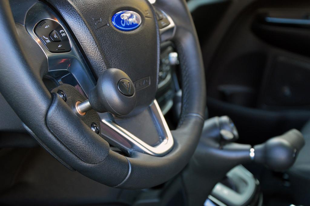 Ford hilft Menschen mit Mobilitätseinschränkung hinters Steuer