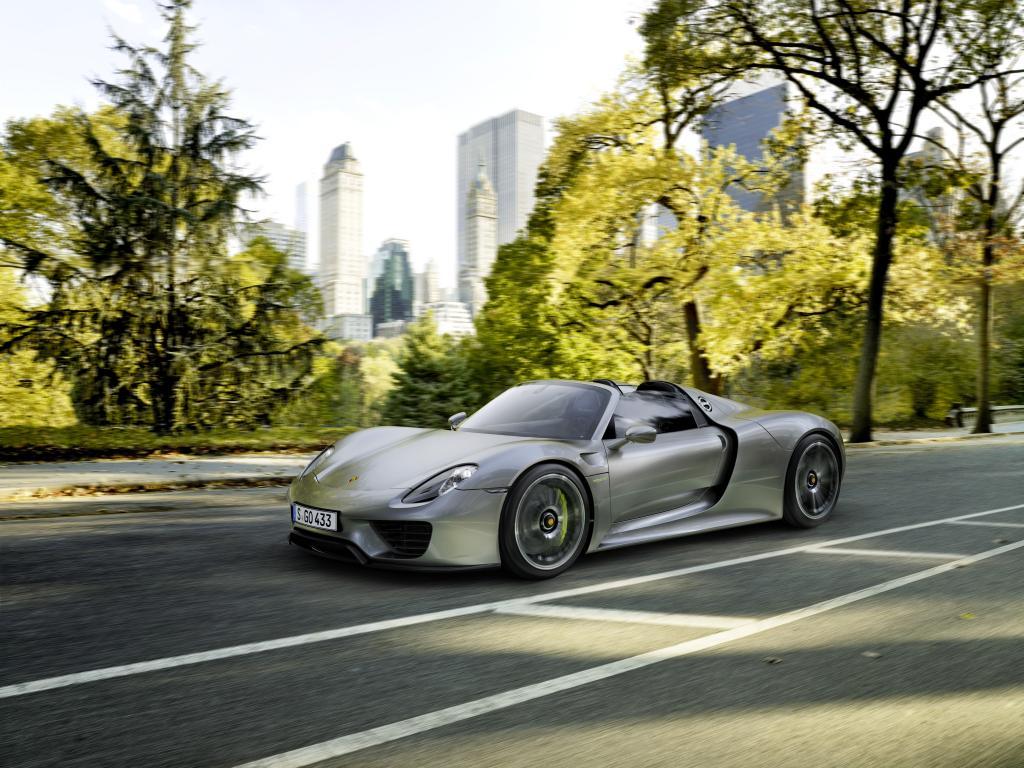 Hybrid-Autos buhlen um Käufer - © Porsche