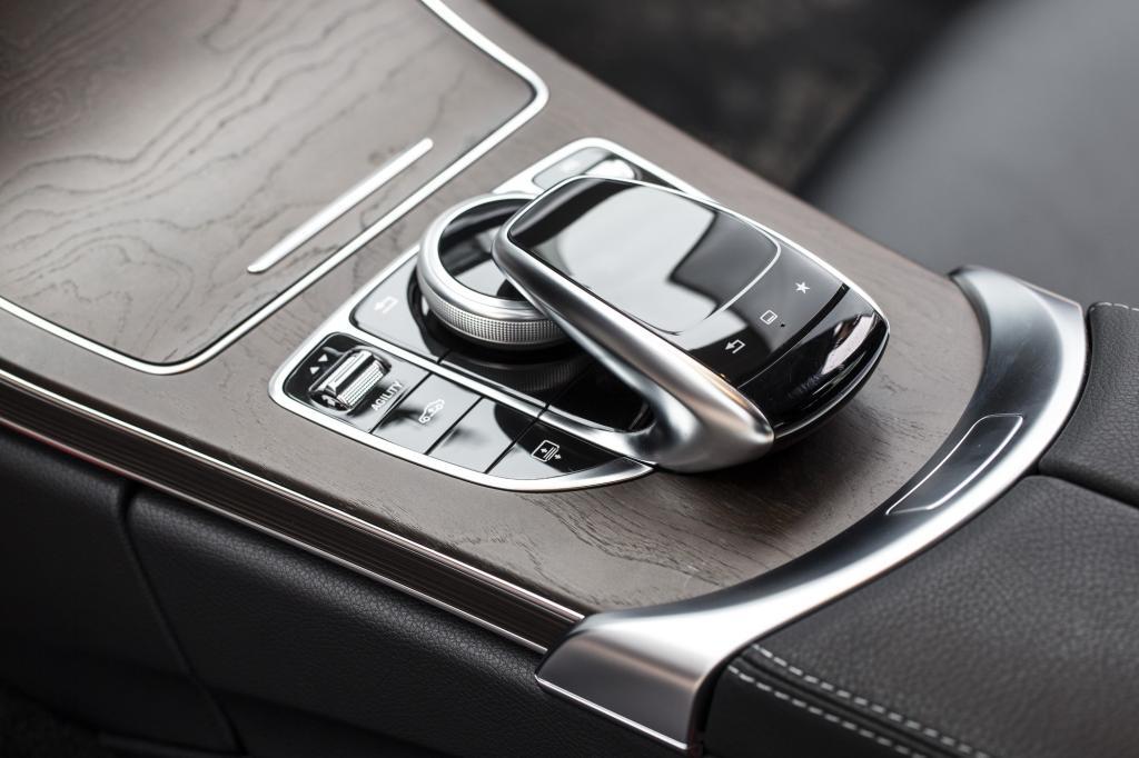 Im Eco-Modus mit maximaler Effizienz und gebremstem Schaum unterwegs und im Komfort-Betrieb fast so erhaben wie eine S-Klasse, nimmt der Biss mit jedem Dreh an der kleinen Walze weiter zu.