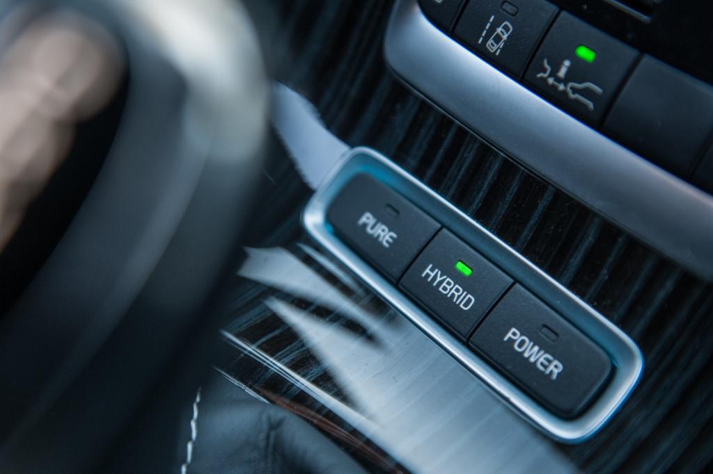 Im Hybrid-Modus arbeiten Diesel und Elektromotor zusammen